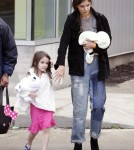 Katie Holmes ans Suri Cruise Leave the Children's Museum of Pittsburgh and get icecream
