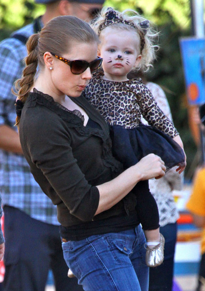 Amy Adams Visits The Pumpkin Patch With Her Daughter