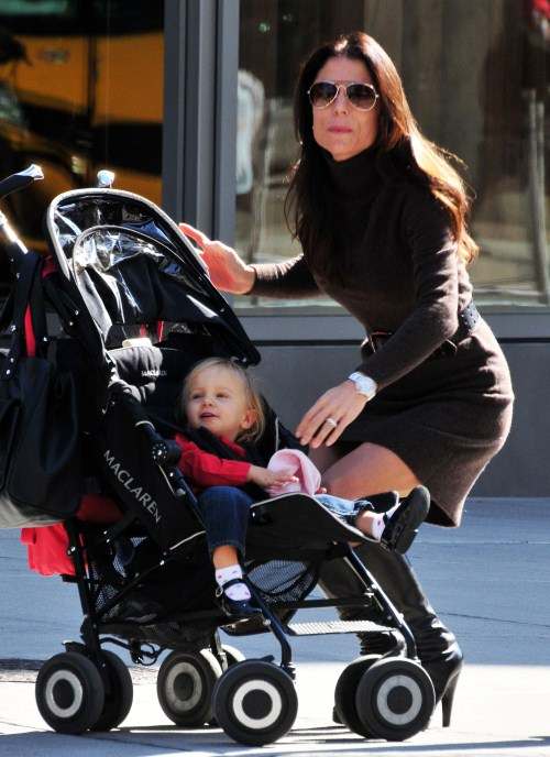 Bethenny Frankel explores NYC, NY on October 18, 2011 with her daughter, little Bryn Hoppy!