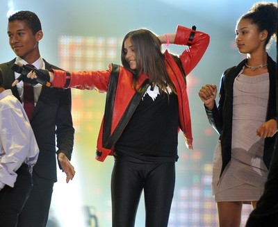 Paris Jackson Wears Dad Michael Jackson's Thriller Jacket At Tribute Concert