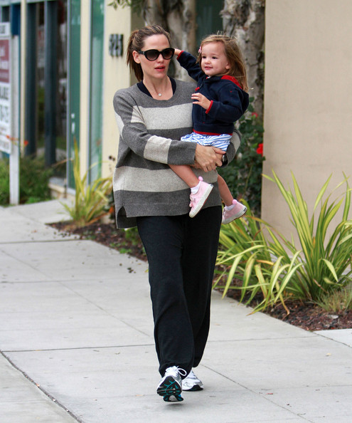 Jennifer Garner grabs a cup of tea with her daughter Seraphina in Santa Monica.