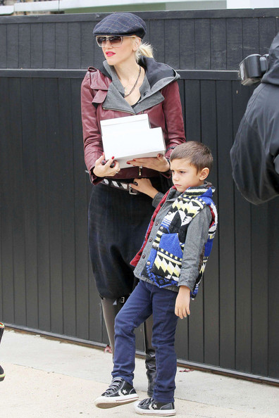 Gwen Stefani and Son Kingston Brings Treats to Gwyneth Paltrow