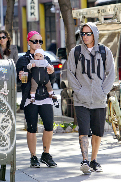 Carey Hart Not To Pleased With Paparazzi While Out With Willow Sage