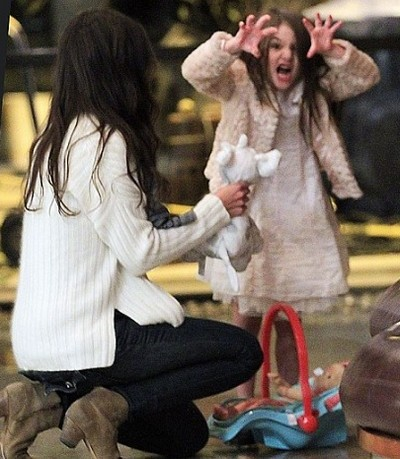 Suri Cruise Wants No Photos and Acts like A Monster to Scare Paparazzi Away (Photos)