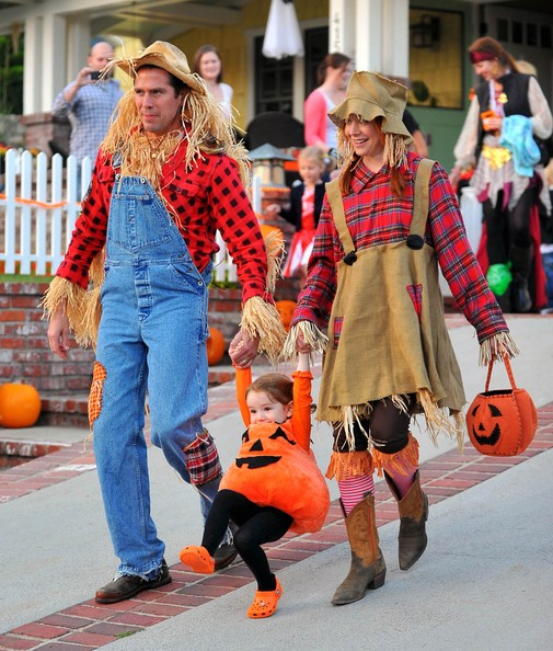 Alyson Hannigan Trick Or Treats With Her Family Celeb Baby Laundry