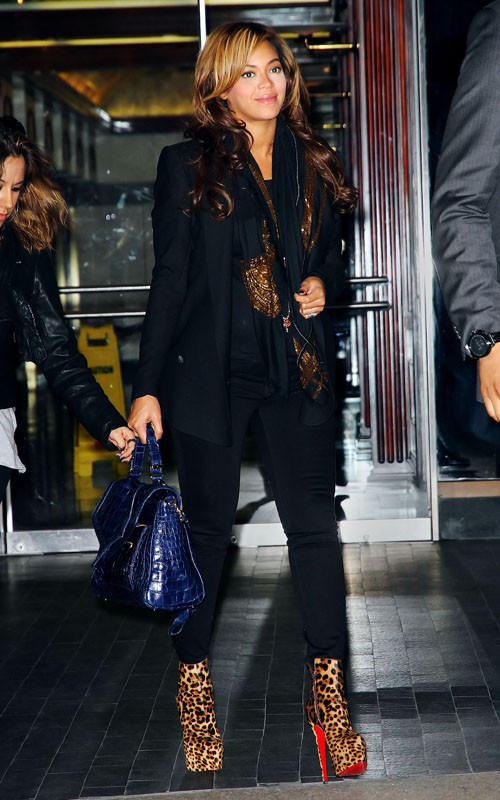Beyonce Knowles was spotted out and about in New York City on Tuesday evening (November 8).