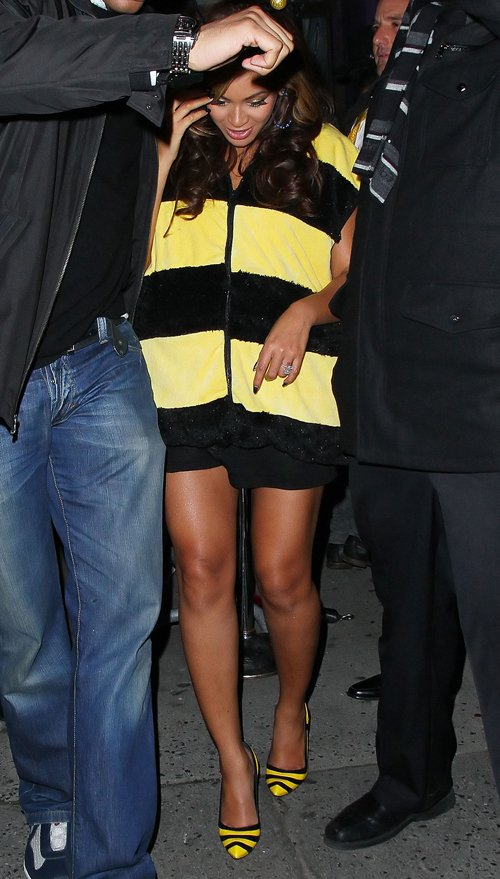 Pregnant Beyonce Dressed As a Bumble Bee