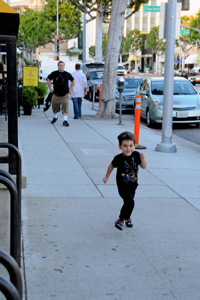 """Jack Black's young son Samuel Jason """"Sammy"""" Black tries to run away from daddy in Beverly Hills"""
