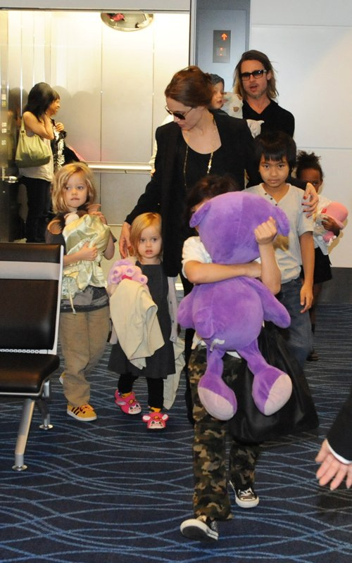 Brad Pitt and Angelina Jolie at the Haneda International Airport in Tokyo with their 6 children (November 10).