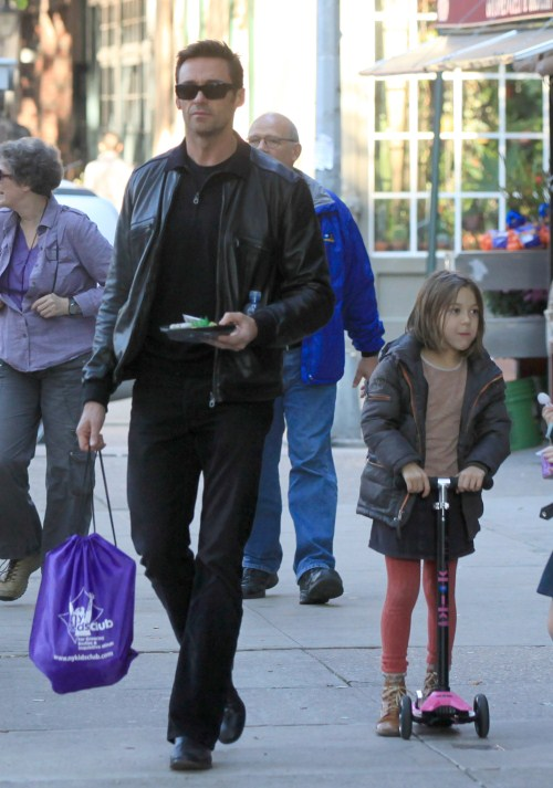 Hugh Jackman And Family Go For A Big Apple Walk