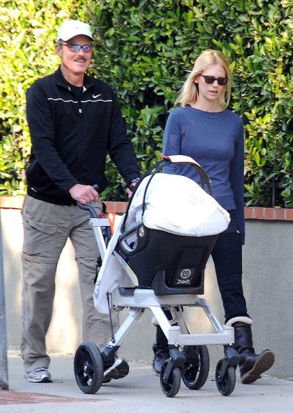 January Jones and her father Marvin spend a bit of time ...