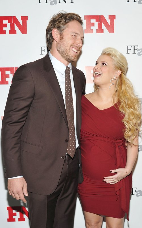 Mom-to-Be Jessica Simpson Stuns In Red