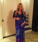 Jessica Simpson Shows Off Her Bump