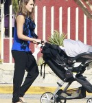 Enjoy the pictures of Jessica Alba and Cash Warren arriving in Mexico (December 27).