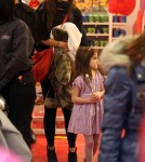 Suri Cruise and Katie Holmes at New York's FAO Schwartz toy store (December 14)