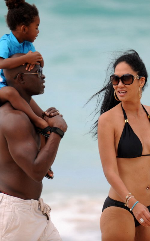 Kimora Lee Simmons in St. Barts with her partner Djimon Hounsou and their two year old son Kenzo (December 25)