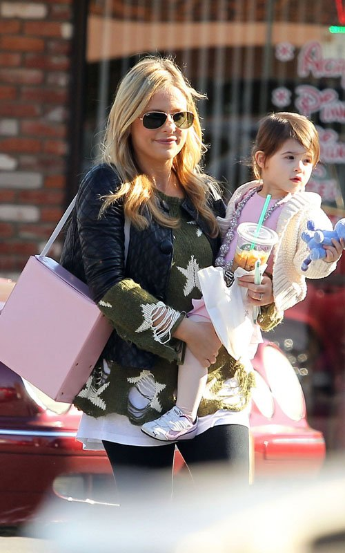 Sarah Michelle Gellar with her daughter Charlotte as they go out for coffee and a ballet class (December 10).