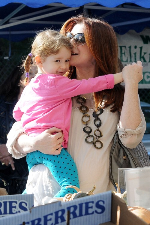 Pregnant Alyson Hannigan Wearing A Fake Baby Bump