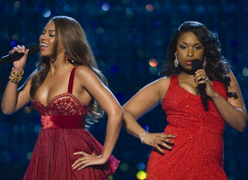 Jennifer Hudson Giving Beyonce Mother Tips
