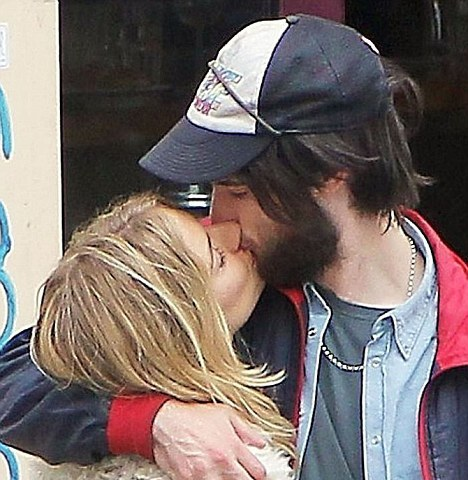 Sienna Miller & Tom Sturridge Kissing
