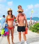 alessandra-ambrosio-pregnant-family-vacation-1