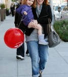 alyson hannigan and satyana go shoe shopping July 18 2011