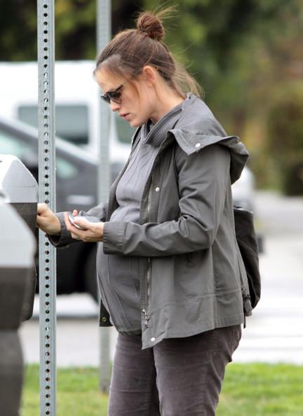 Jennifer Garner grabs coffee with a friend in Santa Monica, California on January 23, 2012