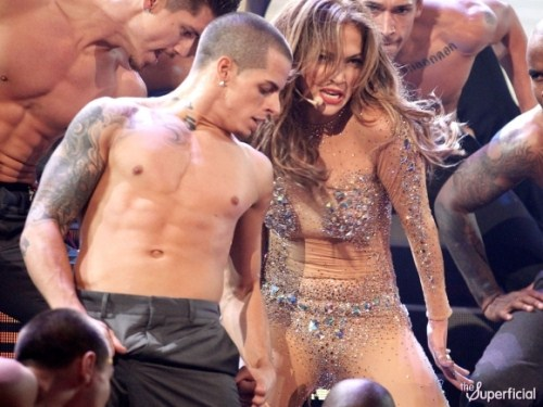 Jennifer Lopez & Casper Smart Hot On Stage