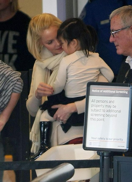 Katherine Heigl Takes Flight With Her Family