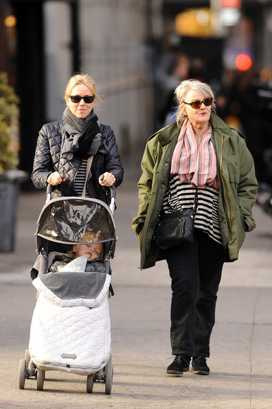 Naomi Watts Strolls With Son and Mom