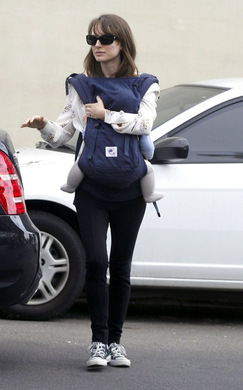 Natalie Portman and Benjamin Millepied visiting friends with their son Aleph (January 14)