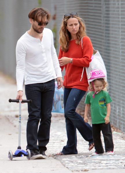 Tobey Maguire's Family Park Day