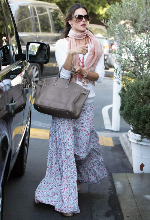 Mom-to-be model Alessandra Ambrosio arrived at the Brentwood Market in Brentwood, California on February 1, 2012