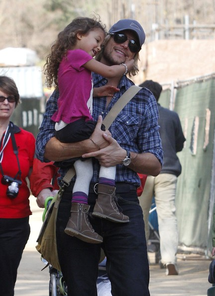 Gabriel Aubry & Nahla Enjoy A Day At The Zoo