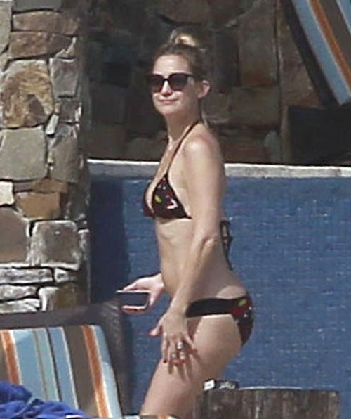 Kate Hudson shows off her bikini body while vacationing with her fiance Matt Bellamy on February 5, 2012 in Cabo San Lucas, Mexico.
