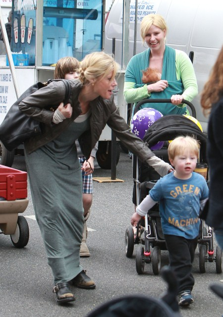 Julie Bowen Takes Her Boys To The Petting Zoo