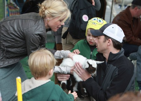 Julie Bowen and her children at the petting zoo