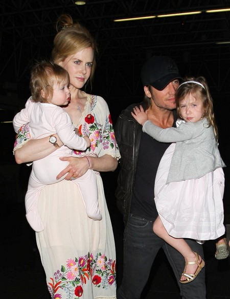 Nicole Kidman And Family Catches A Flight Out Of Los Angeles (Photos)