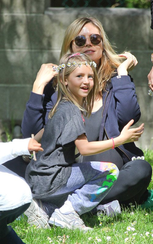 Heidi Klum spending the day at the park with her parents and kids in Santa Monica (March 27)