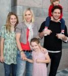 Jennie Garth Explains How She Told The Kids About Marriage Being Over