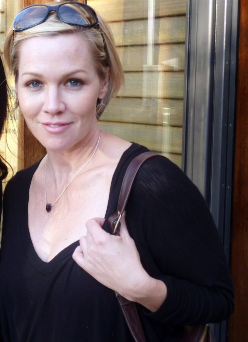 0210 actress Jennie Garth does some shopping at the Grove in Hollywood, CA on March 5, 5011.