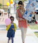 Jessica Alba takes her daughter Honor shopping at Bel Bambini