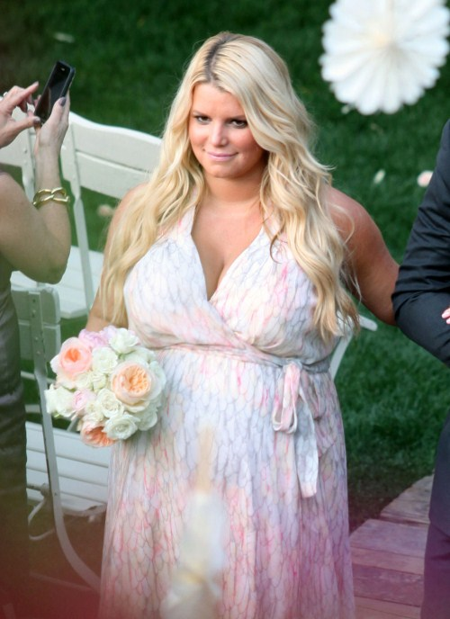Pregnant Jessica Simpson Gives Up Heels Celeb Baby Laundry