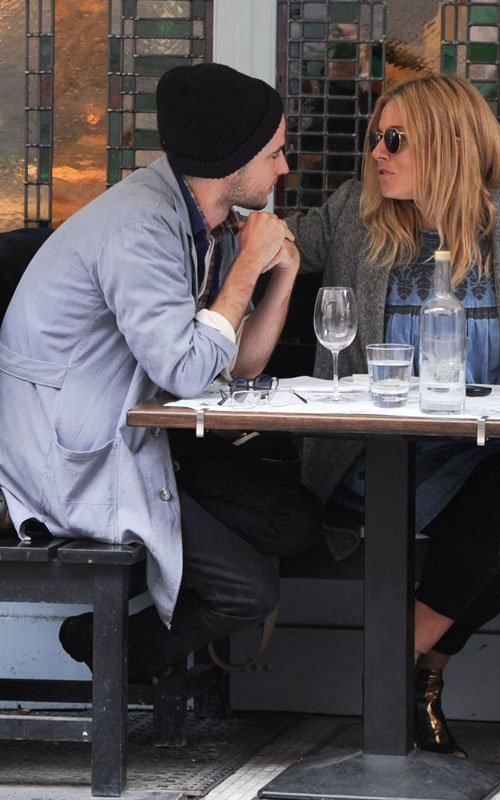 Sienna Miller's Pregnant Cafe Break