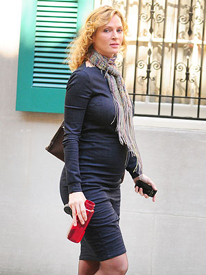 BabyBumpBUZZ: A Glowing Uma Thurman Shows Off Her New Belly