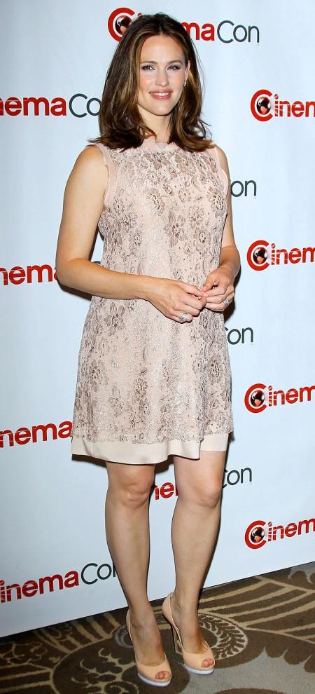 Jennifer Garner Debuts Post-Baby Body