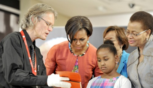 Michelle Obama says she's the best role model for her girls0429