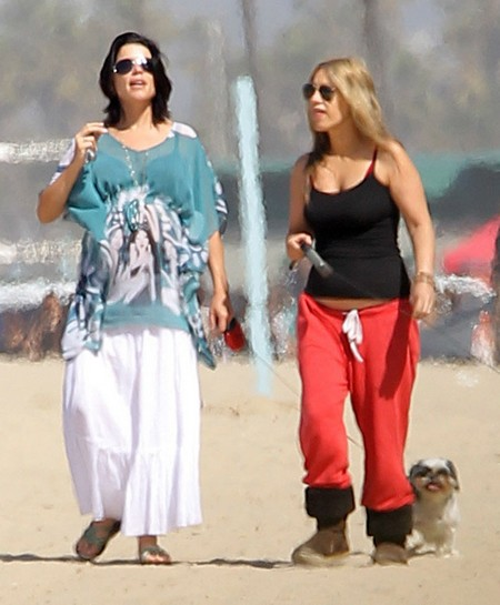 Pregnant Neve Campbell Walking Her Dogs On The Beach