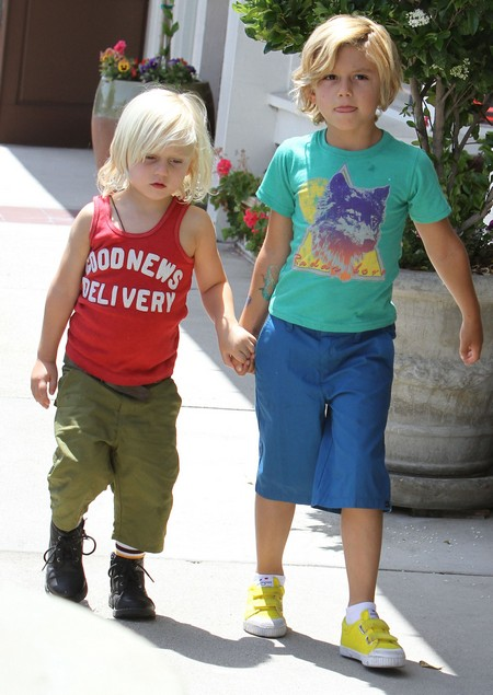 Kingston & Zuma Rossdale Running Errands With Their Nanny (Photos)
