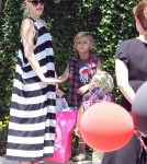 Gwen Stefani takes her boys to a birthday party (Photos)0429